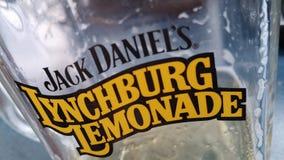 Exponeringsglas för lemonad för Jack Daniel ` s Lynchburg arkivbilder