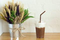 Exponeringsglas för med is kaffe arkivfoto