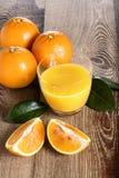 Exponeringsglas för orange fruktsaft Arkivfoto