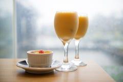 Exponeringsglas för orange fruktsaft Fotografering för Bildbyråer