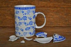 Exponeringsglas för te för blommamodell med det brutna locket Royaltyfria Foton