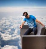 Exponeringsglas för virtuell verklighet 3D för man bärande Arkivbilder