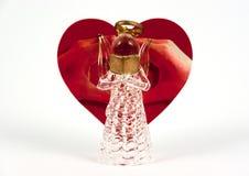 Exponeringsglas gjorde ängelläsning Kort för hälsning för hjärtaform rött med lov Arkivbilder