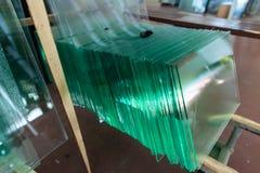Exponeringsglas i industriellt glass bearbeta seminarium Royaltyfri Bild