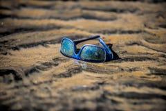 Exponeringsglas i sanden arkivfoto