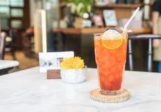 exponeringsglas iced citrontea Royaltyfri Bild
