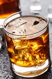 Exponeringsglas med alkoholdrycken Arkivbilder