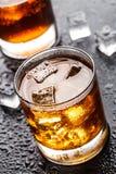 Exponeringsglas med alkoholdrycken Royaltyfri Bild
