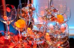 Exponeringsglas med apelsinen Arkivfoton