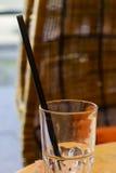 Exponeringsglas med att dricka sugrör i det Arkivbilder