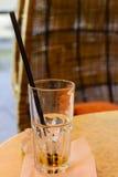 Exponeringsglas med att dricka sugrör i det Arkivfoto