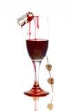 Exponeringsglas med blod och skallar för halloween Royaltyfri Bild