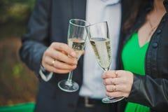 Exponeringsglas med champagne Royaltyfri Bild