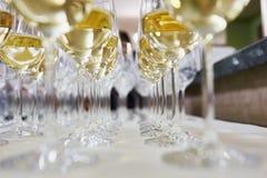 Exponeringsglas med champagne Arkivbilder