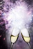 Exponeringsglas med champagne- och ferieljus Royaltyfri Bild