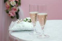 Exponeringsglas med champagnebröllop Arkivfoton