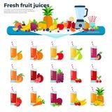 Exponeringsglas med fruktfruktsafter på tabellen Arkivbild