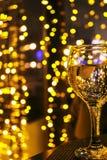 Exponeringsglas med gula ljus i bakgrunden Arkivbild