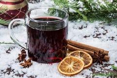 Exponeringsglas med mulled wine Arkivbild