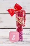 Exponeringsglas med pärlor och drageen Fotografering för Bildbyråer