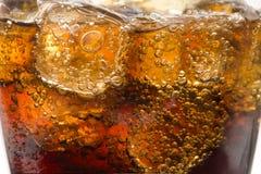 Exponeringsglas med sodavatten- och iskuber Fotografering för Bildbyråer