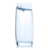 Exponeringsglas med vatten på vit bakgrund Royaltyfri Bild