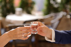 Exponeringsglas med vodka Arkivfoto