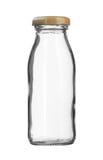 Exponeringsglas mjölkar det bruna locket för flaskan som isoleras på vit bakgrund Arkivbild