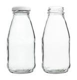 Exponeringsglas mjölkar flaskmed/utan locket som isoleras på vit bakgrund royaltyfria foton