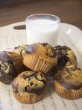 exponeringsglas mjölkar muffiner Arkivfoto