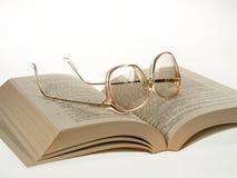 Exponeringsglas och bok Royaltyfri Fotografi
