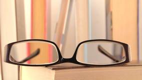 Exponeringsglas och boka Royaltyfri Fotografi