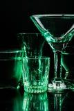 Exponeringsglas och exponeringsglas markerade vid kulört ljus på en svart bakgrund Arkivbilder