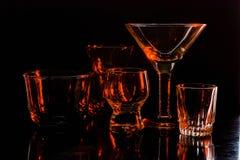 Exponeringsglas och exponeringsglas markerade vid kulört ljus på en svart bakgrund Royaltyfri Bild