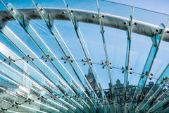 Exponeringsglas- och metallkonstruktion Arkivbild