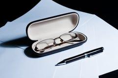 Exponeringsglas och penna fotografering för bildbyråer
