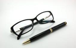 Exponeringsglas och penna Arkivfoto