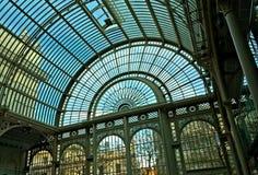Exponeringsglas- och stålstruktur Arkivfoton