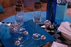 Exponeringsglas på den blåa tabellen Arkivfoto