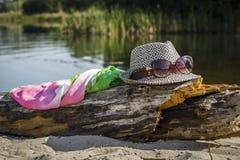 Exponeringsglas på den sandiga banken av floden Fotografering för Bildbyråer