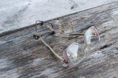 Exponeringsglas på en trätabell Royaltyfri Fotografi