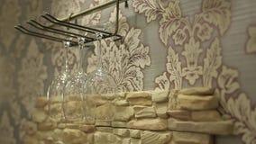 Exponeringsglas på väggen stock video