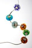 Exponeringsglas pryder med pärlor försilvrar på kedjar Royaltyfria Bilder