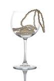 exponeringsglas pryder med pärlor wine royaltyfri bild