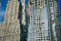 exponeringsglas reflekterade skyskrapor Royaltyfri Fotografi