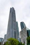 Exponeringsglas står högt i Zhujiang den nya staden av Guangzhou Arkivbild