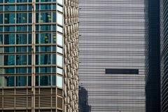 Exponeringsglasfcade av abstrakt bakgrund för modern byggnad royaltyfri foto