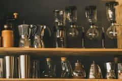 Exponeringsglashyllan i shoppar royaltyfria bilder