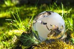 Exponeringsglasjord på gras arkivfoton