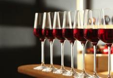 exponeringsglasr?tt vin Dyr drink royaltyfri bild